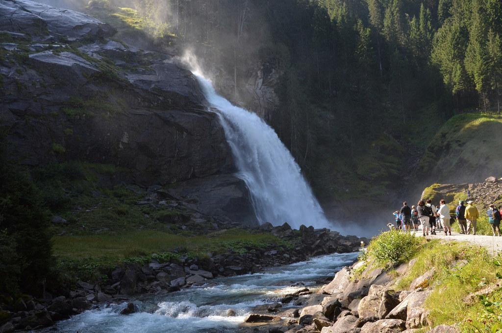 Die Krimmler Wasserfälle sind einer von vielen touristischen Magneten des Salzbu..