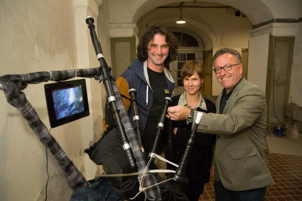 Rüdiger Wassibauer (Organisator), Andrea Maurer (Preisträgerin) und LR Dr. Heinrich Schellhorn