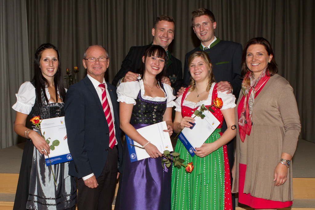 Erste Reihe: Andrea Galler, LHStv. Dr. Christian Stöckl, Katrin Rohrmoser, Claud..