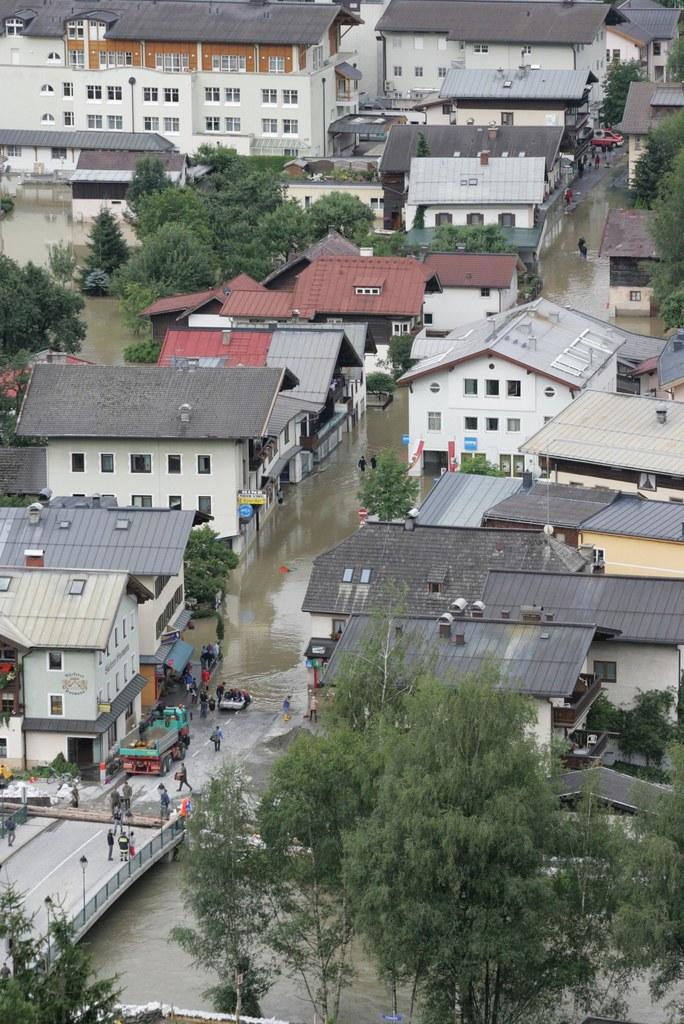 Beim Hochwasser im Jahr 2013 war die Salzachbrücke in Mittersill stark gefährdet..
