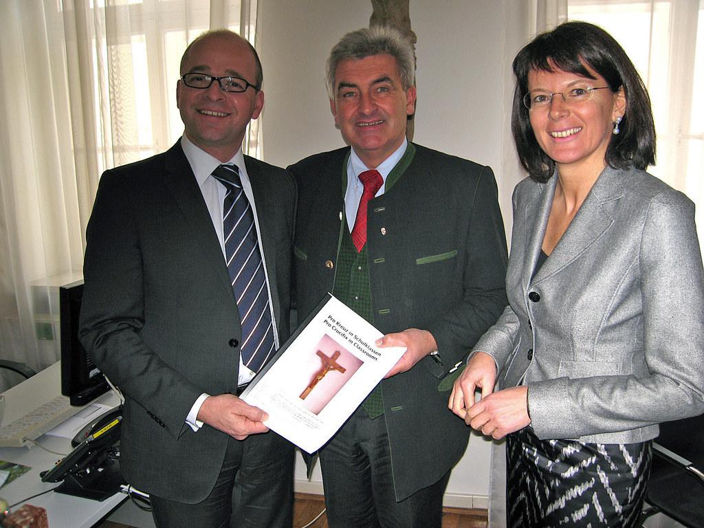 Erste Online-Petition an den Salzburger Landtag übergeben