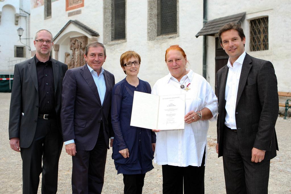 Großes Verdienstzeichen des Landes für Prof. Barbara Wally