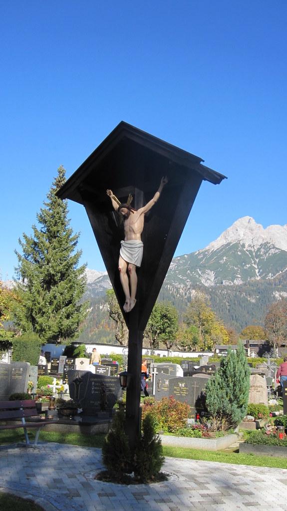 Friedhofskreuz in Saalfelden