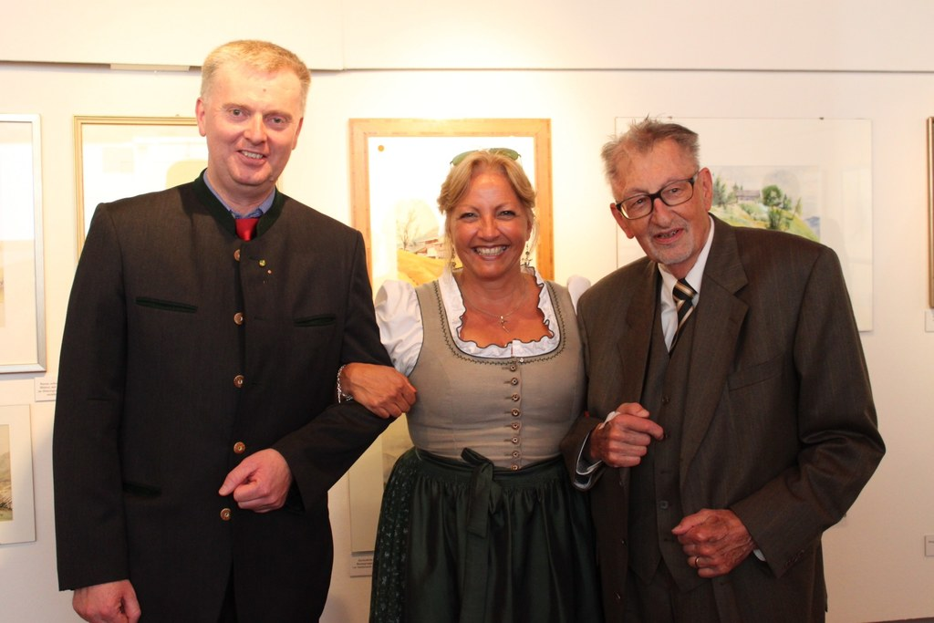 Museumsvereinsobmann Ing. Klaus Linzmaier, Landesrätin Tina Widmann und Prof. Pe..