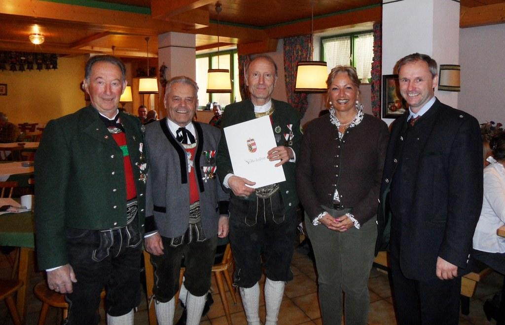 v. l.: Schützenhauptmann Georg Bachmaier, Gaumajor Willi Bacher, Walter Bachmaie..