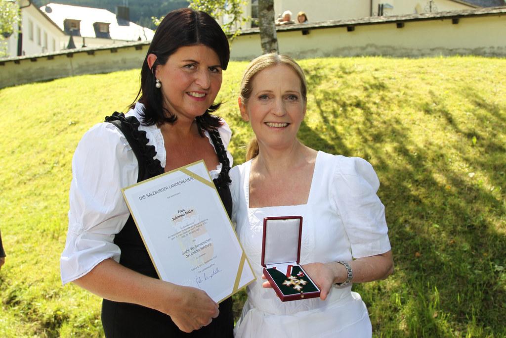 Spitzenköchin Johanna Maier erhielt das Große Verdienstzeichen des Landes Salzbu..