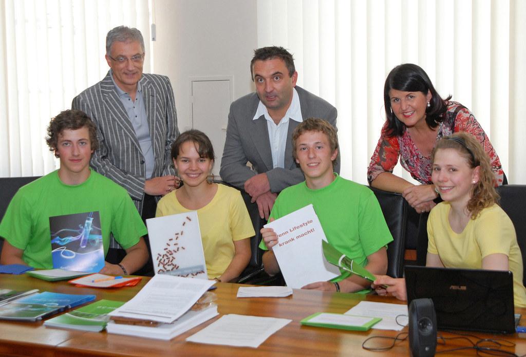 Salzburger Teilnehmer von Jugend Innovativ bei Landeshauptfrau