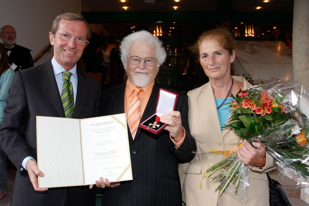 Überreichung des Österreichischen Ehrenkreuzes für Wissenschaft und Kunst an Obe..