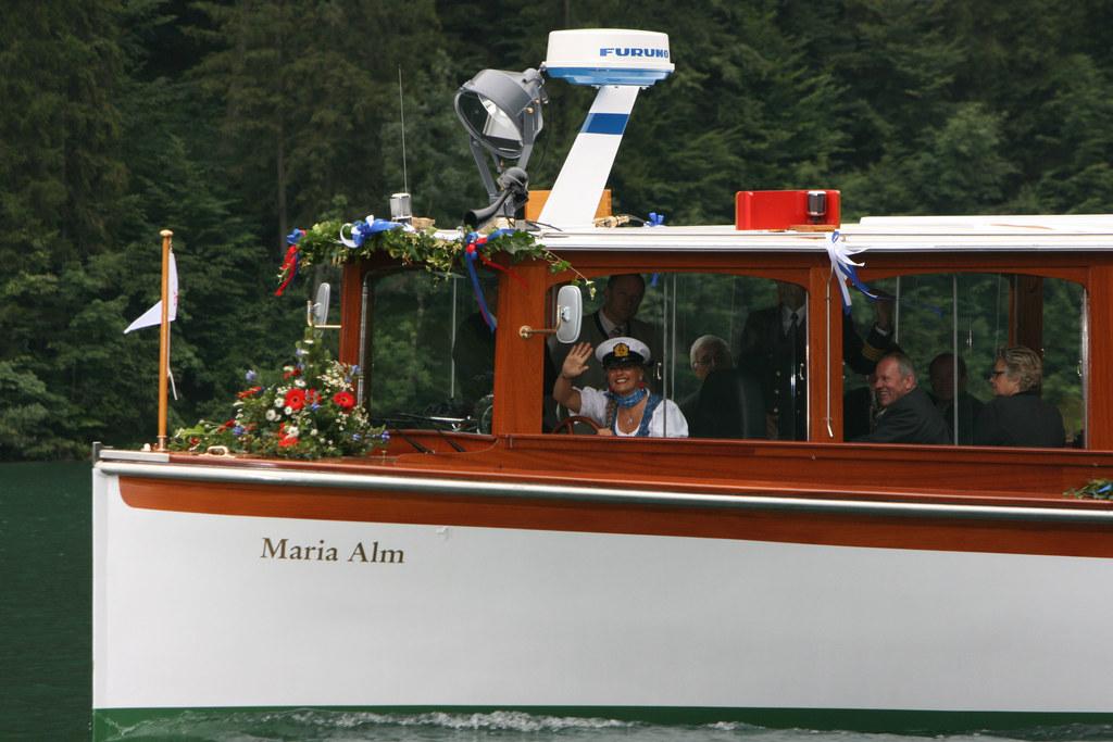 Landesrätin Dr. Tina Widmann bei der Schiffstaufe der 'Maria Alm'
