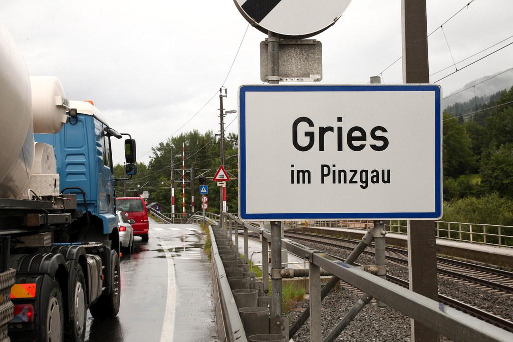 Ortstafel von Gries im Pinzgau