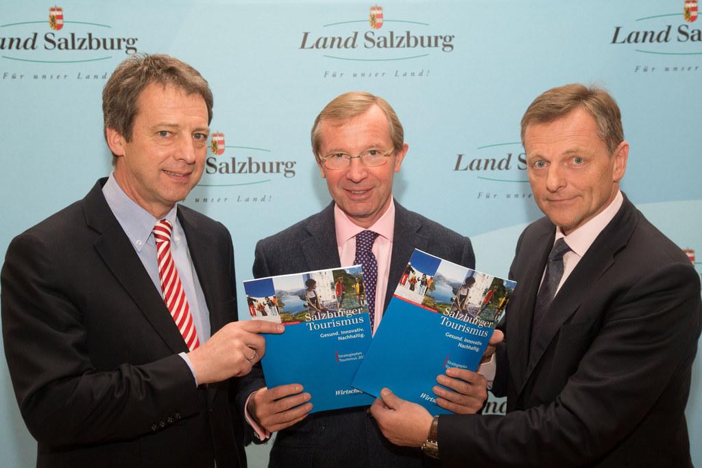 Mag. Werner Taurer, Landeshauptmann-Stellvertreter Dr. Wilfried Haslauer und Mag..