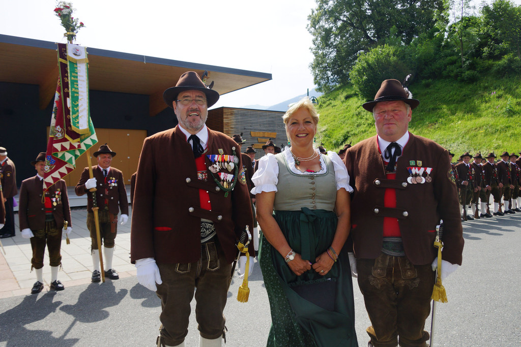 Landesrätin Tina Widmann mit den Schützenhauptleuten Andreas Schaller und Anton ..