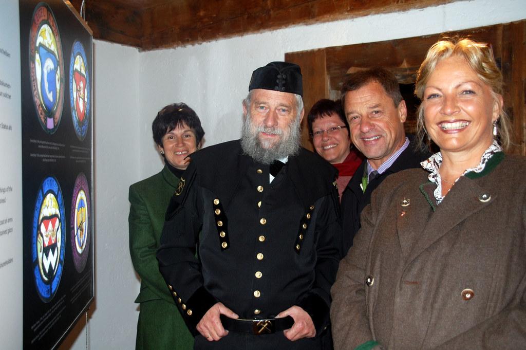 In der Ausstellung: Kustodin Waltraud Voithofer, Ausstellungsmacher Josef Seifri..