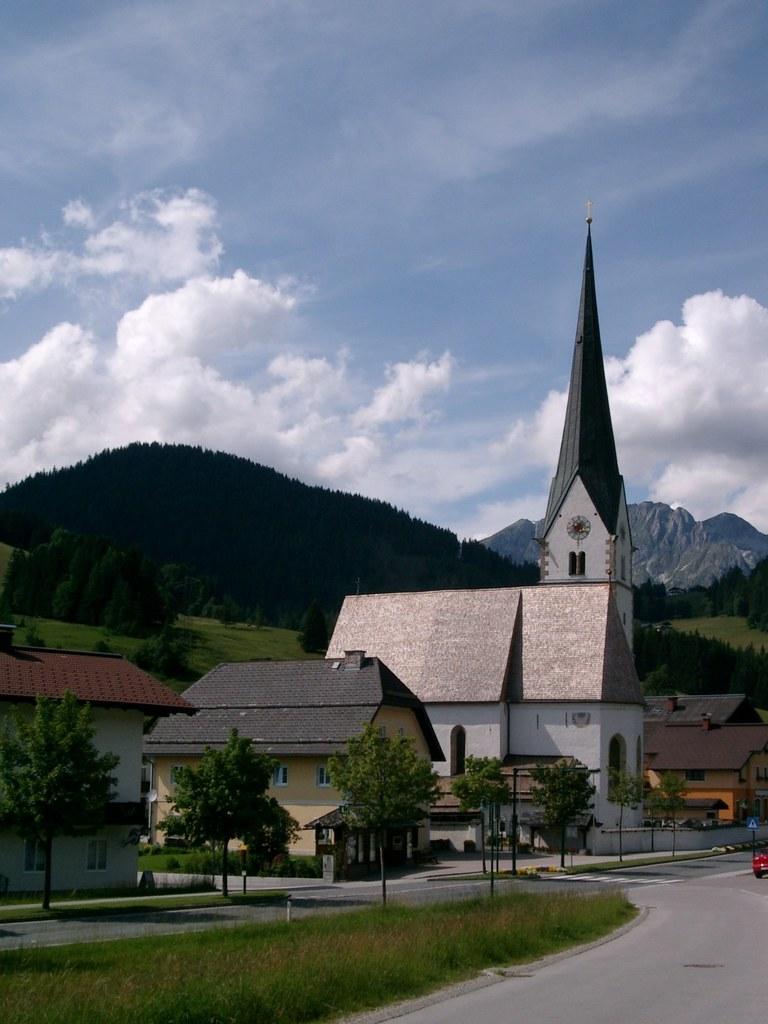 Dach der Pfarrkirche in St. Martin am Tennengebirge saniert