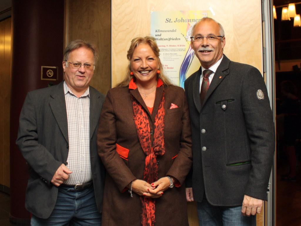 Dr. Hans Eder (Verein Intersol), LR Dr. Tina Widmann und Bürgermeister Günther M..