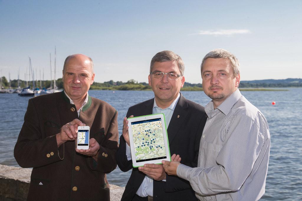v.l.: Bgm. Peter Altendorfer, Landesrat DI Dr. Josef Schwaiger und Harald Huemer..