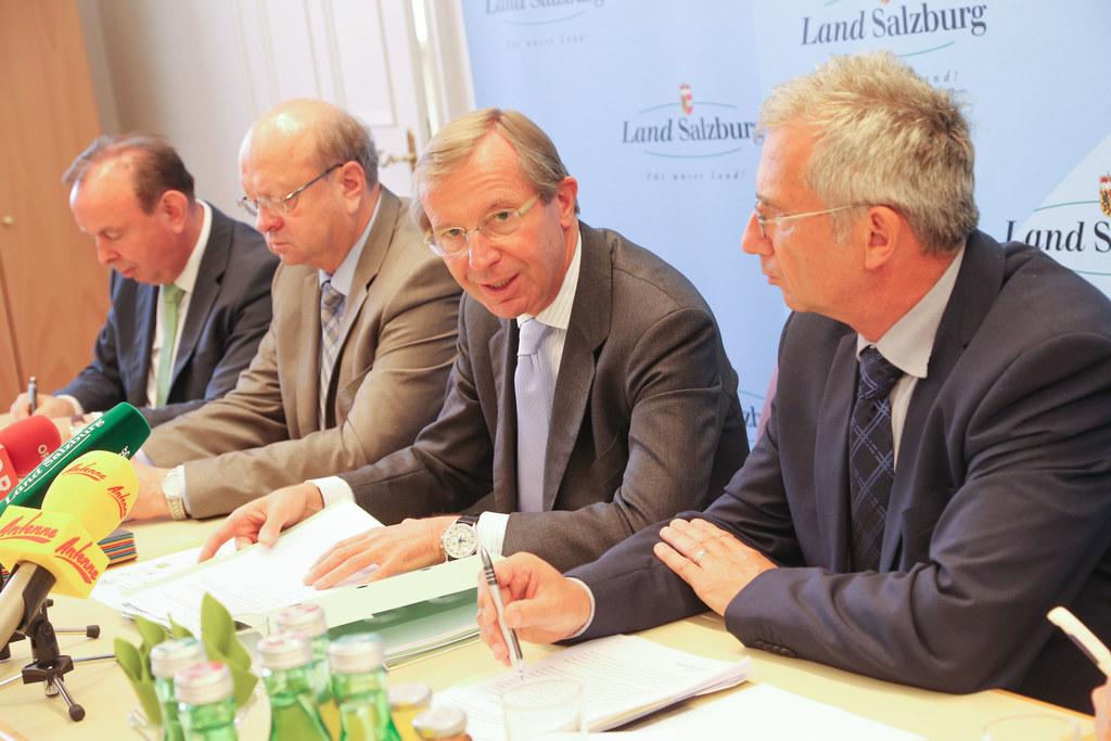 im Bild v.l.: LR Georg Grabner, LR Hermann Steinmaßl, LH Dr. Wilfried Haslauer u..