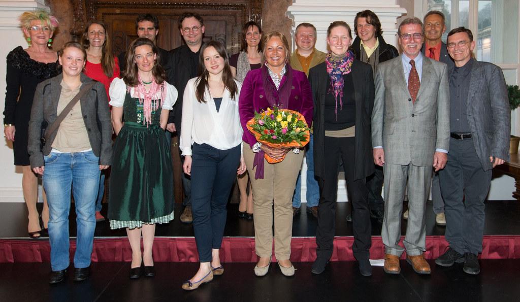 Landesrätin Dr. Tina Widmann mit den Chorleitern und den Organisatoren