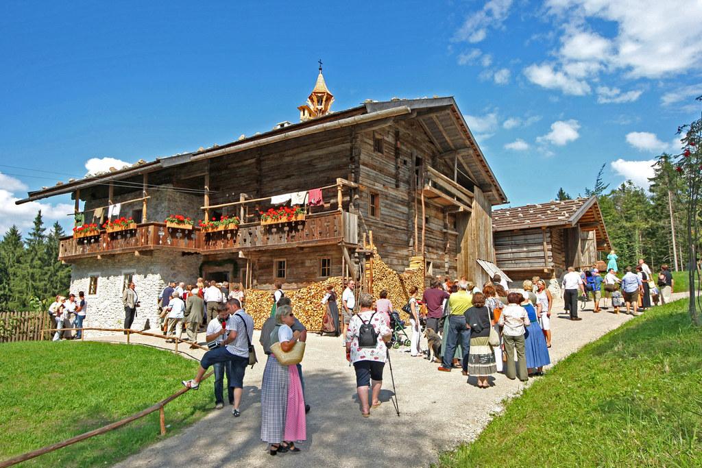 Mit rund 1.250 Besuchern zählte das Salzburger Freilichtmuseum in Großgmain am S..