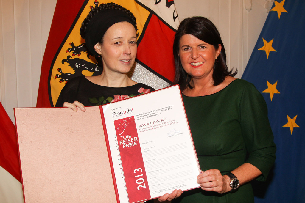 Susanne Bisovsky und Landeshauptfrau Mag. Gabi Burgstaller