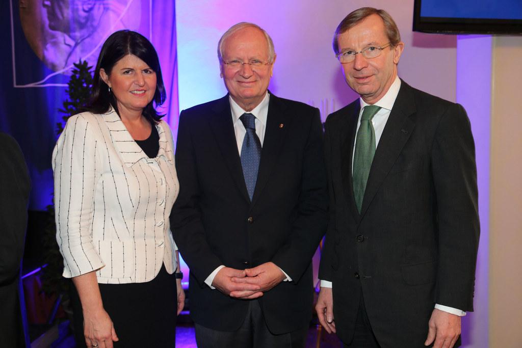 LHF Mag. Gabi Burgstaller, Rektor Prof. Herbert Resch und LHStv. Dr. Wilfried Ha..
