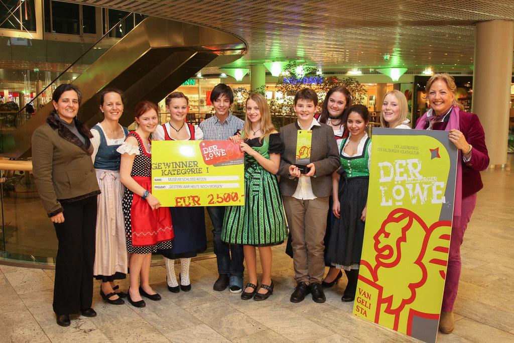 Landesrätin Dr. Tina Widmann mit den Preisträgern der Kategorie I - Schloss Ritz..