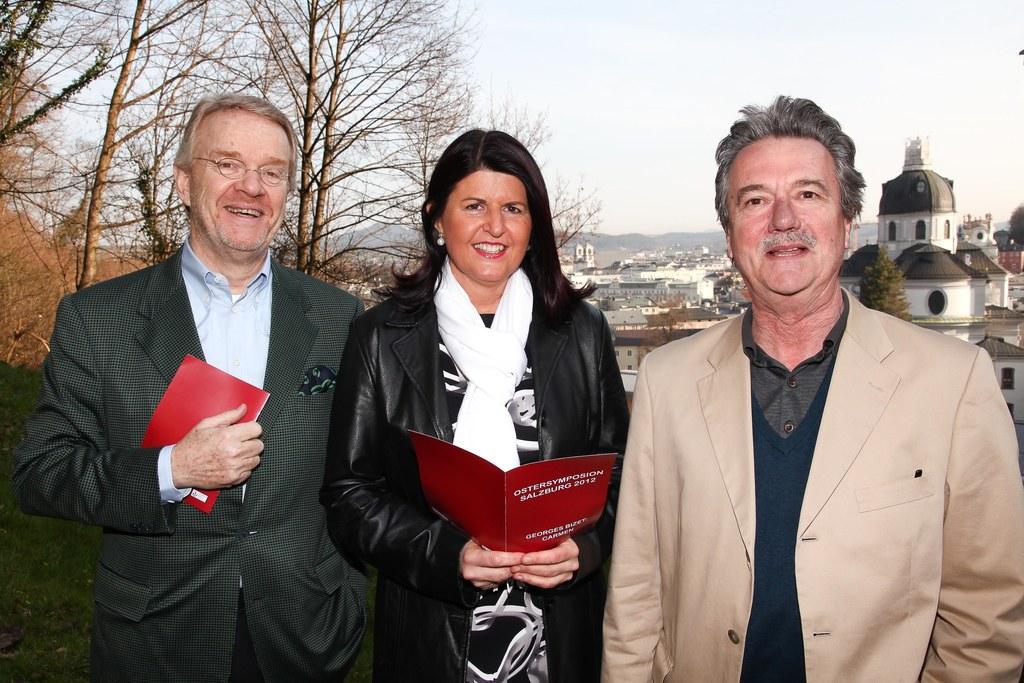 Peter Alward, Intendant der Osterfestspiele Salzburg, Landeshauptfrau Mag. Gabi ..
