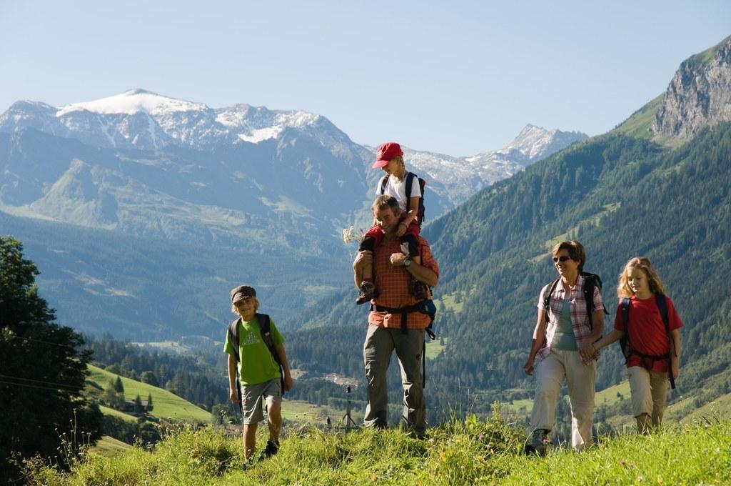 Am Montag startet der Nationalpark Hohe Tauern in den Sommer. Bis 12. September wird ein  abwechslungsreiches Programm mit Wanderungen, geführt oder auf eigene Faust, und vielem mehr geboten.