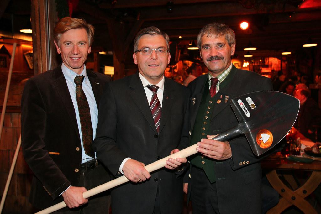im Bild v. li: Franz Lanschützer, GF GWEV; Landesrat Dipl.-Ing. Dr. Josef Schwai..