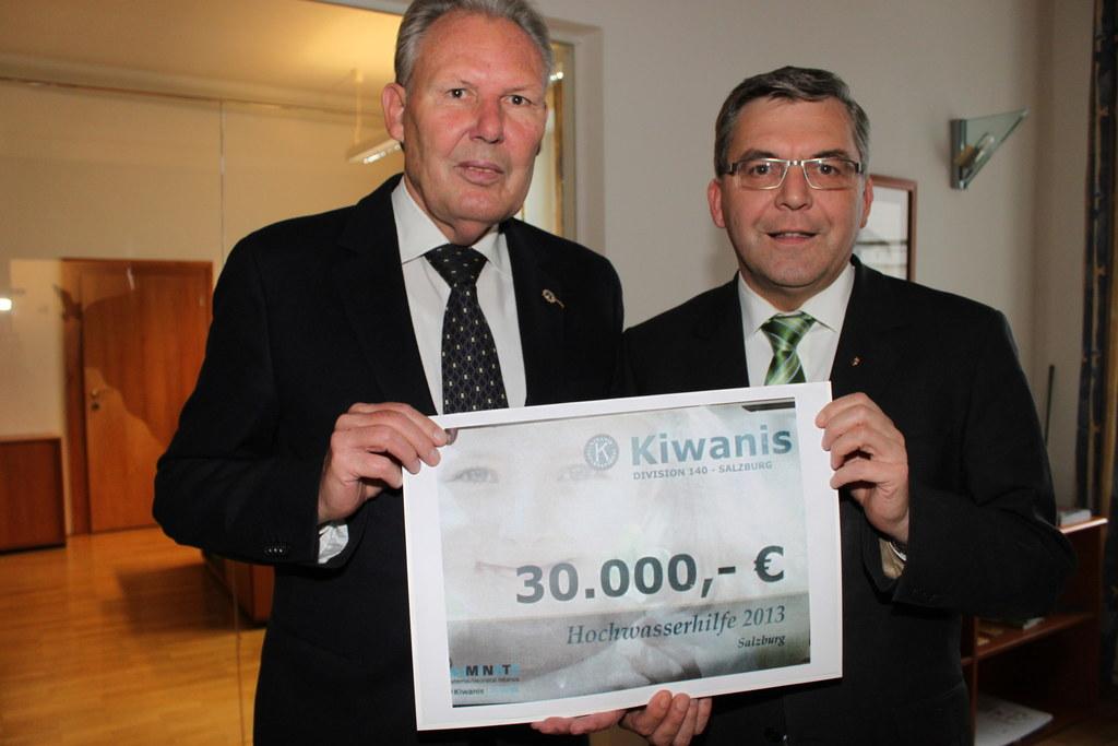 Bild von links: Manfred Schitter, Kiwanis Salzburg und Landesrat Dipl.-Ing. Dr. ..
