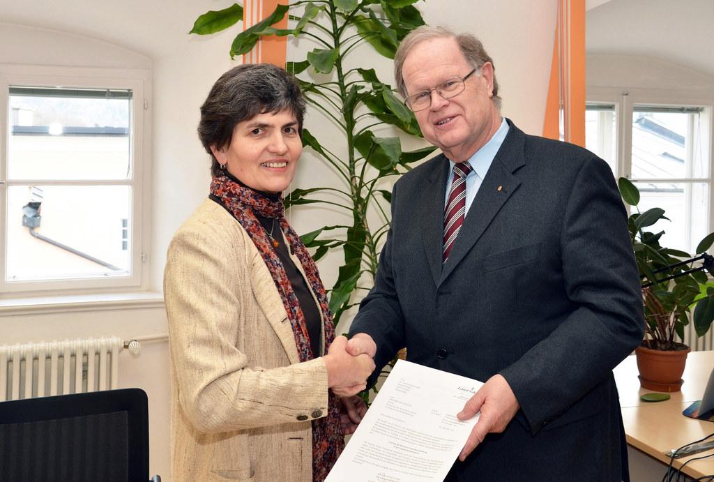 Dr. Agnes Schausberger, Leiterin der Landesbuchhaltung, und Landesamtsdirektor H..