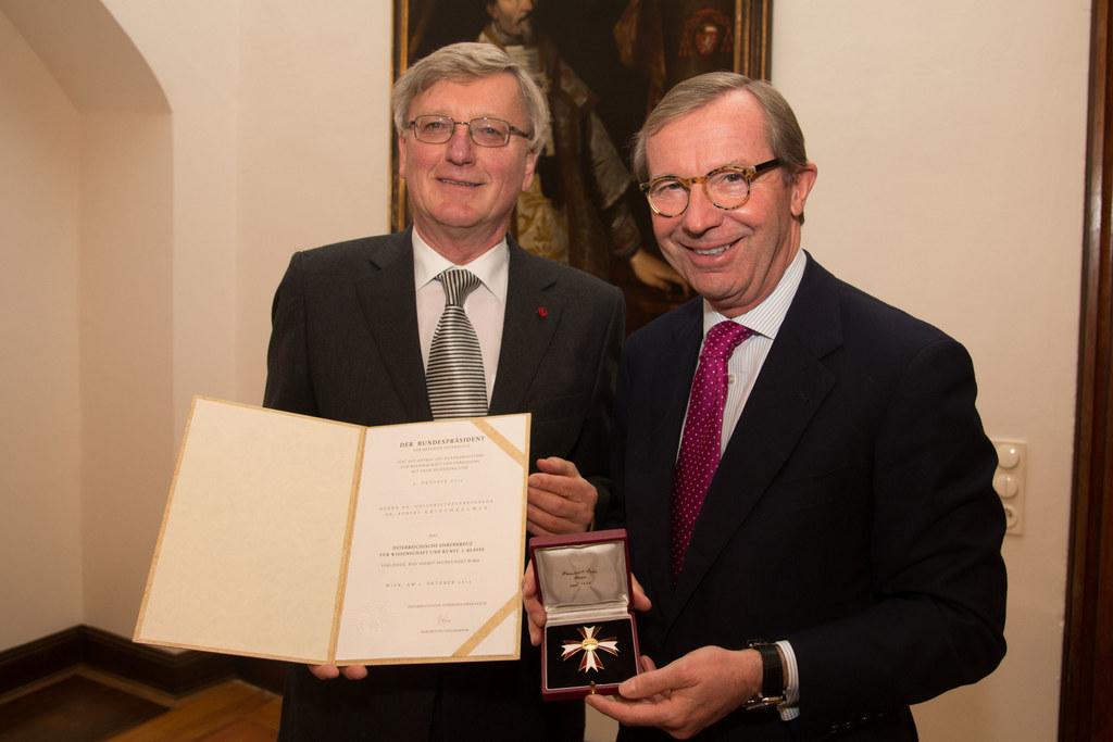 Dr. Robert Kriechbaumer und Landeshauptmann Dr. Wilfried Haslauer