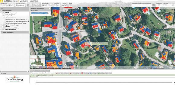 Solarpotenzial der Dachflächen in einem Teil der Gemeinde Puch bei Hallein. Rote..