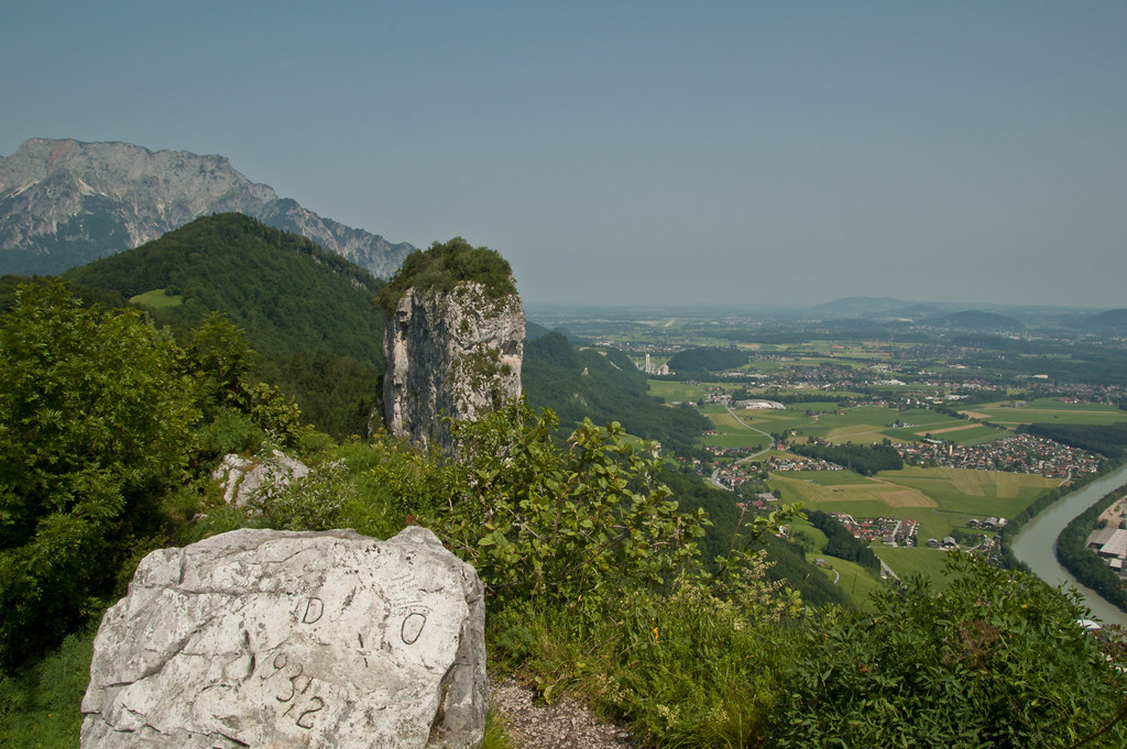 Direkt über den Gipfelkamm der beiden Barmsteine verläuft die Staatsgrenze zwisc..