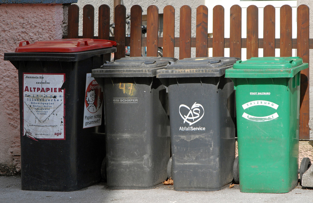 Bei Corona-Abfall gilt: Ab in den Restmüll.