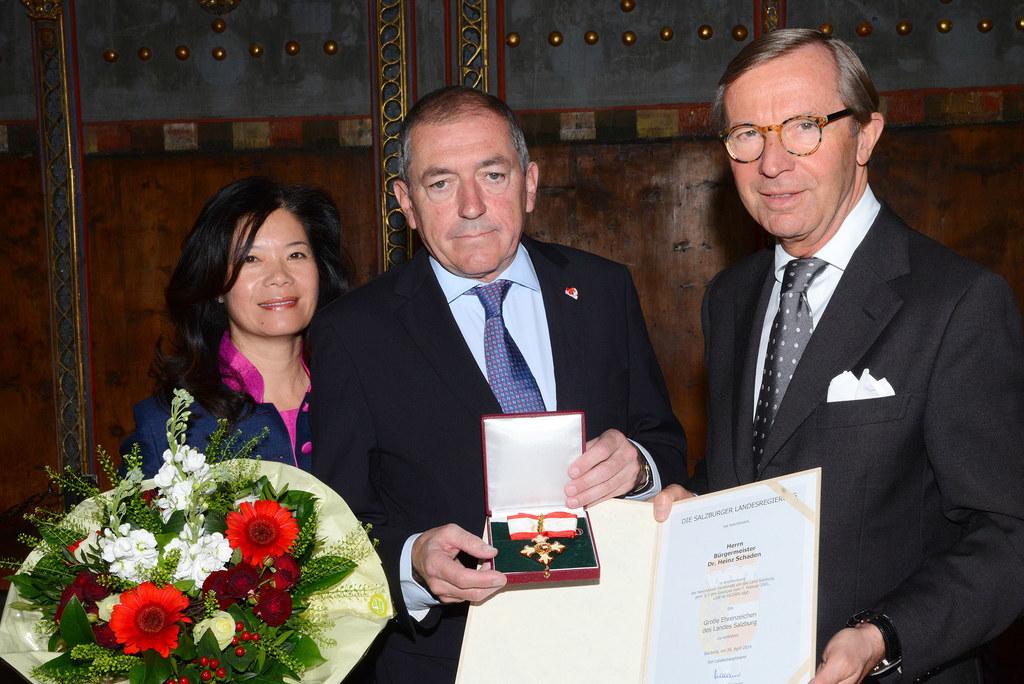 Bild v.li.: Jianzhen Schaden, Bürgermeister Dr. Heinz Schaden und Landeshauptman..