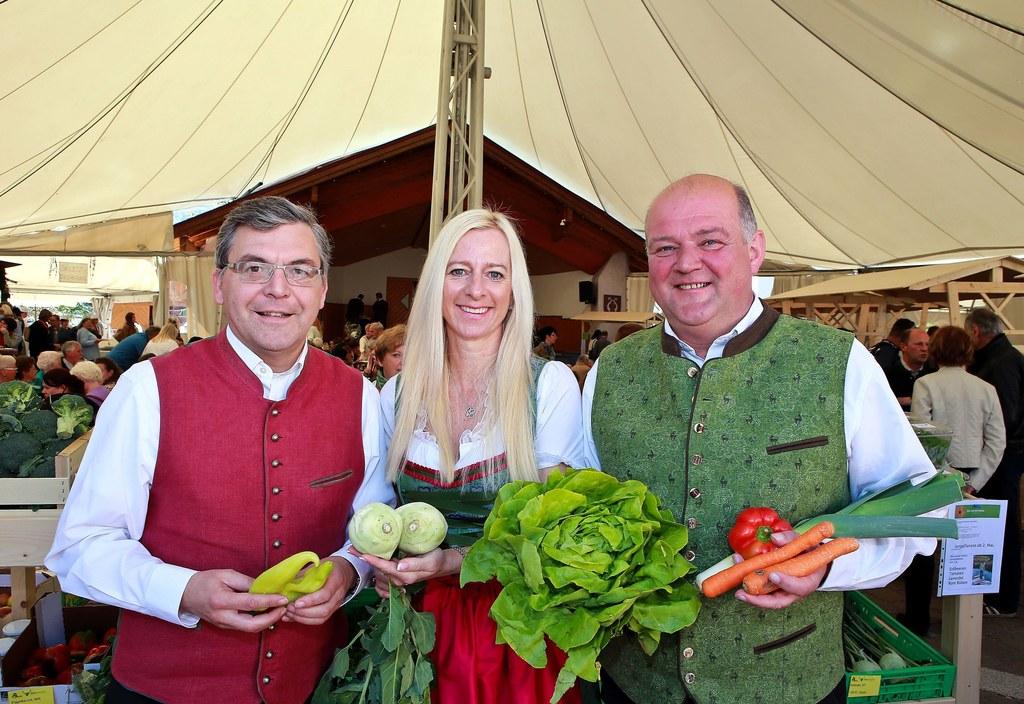 Landesrat Dr Josef Schwaiger,Organisatorin Stiermarkt Martina Schäfer und Bgm. H..