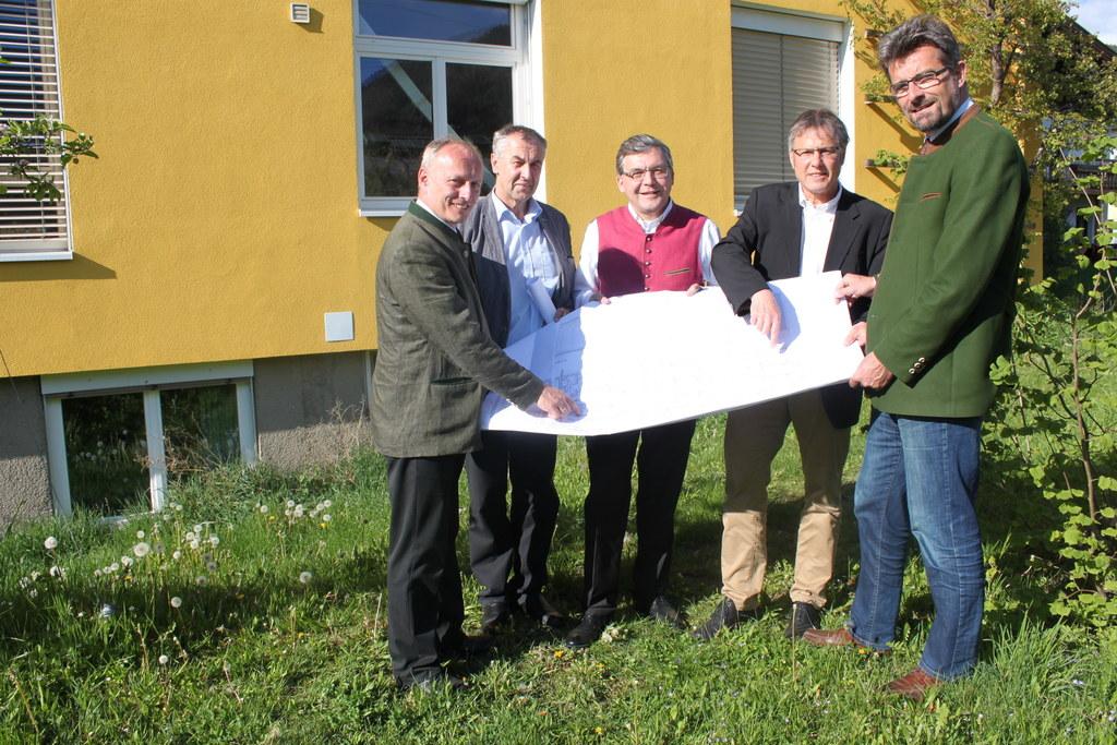 Bild v.li.: Dir. Christian Dullnigg, Architekt Erich Wenger, Landesrat Dipl.-Ing..