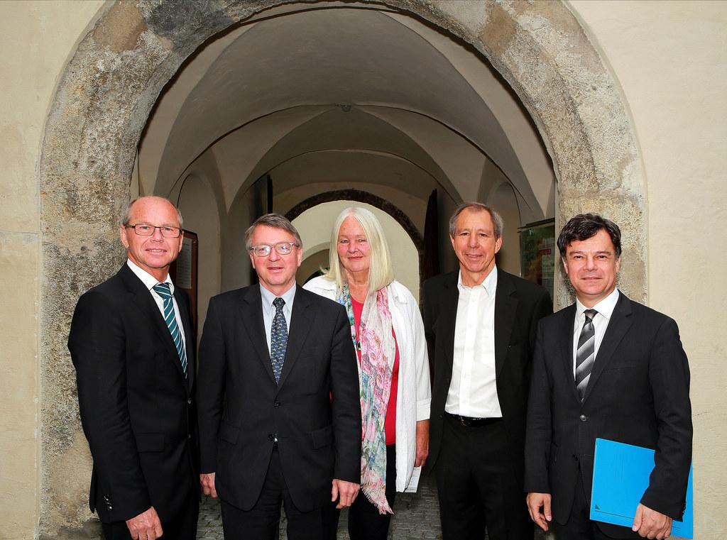 Bild v.l.: Landeshauptmann-Stellvertreter Mag. Dr. Christian Stöckl, Dr. Karl Fo..