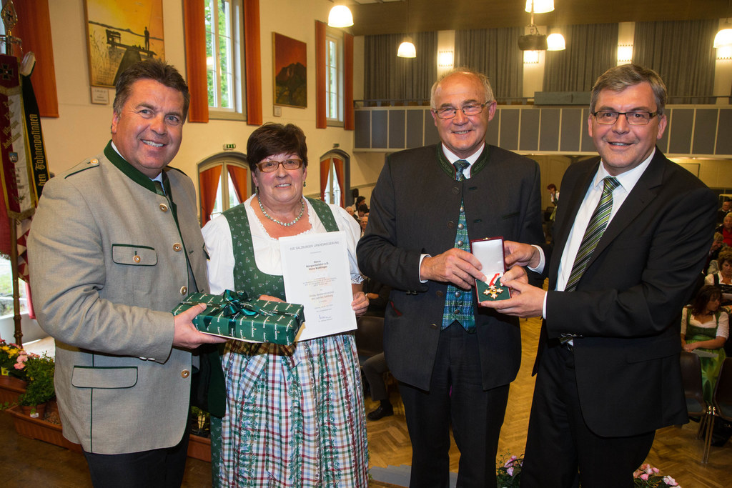 Bild v.li.: Landesrat Hans Mayr, Marianne Koblinger, Hans Koblinger und Landesra..