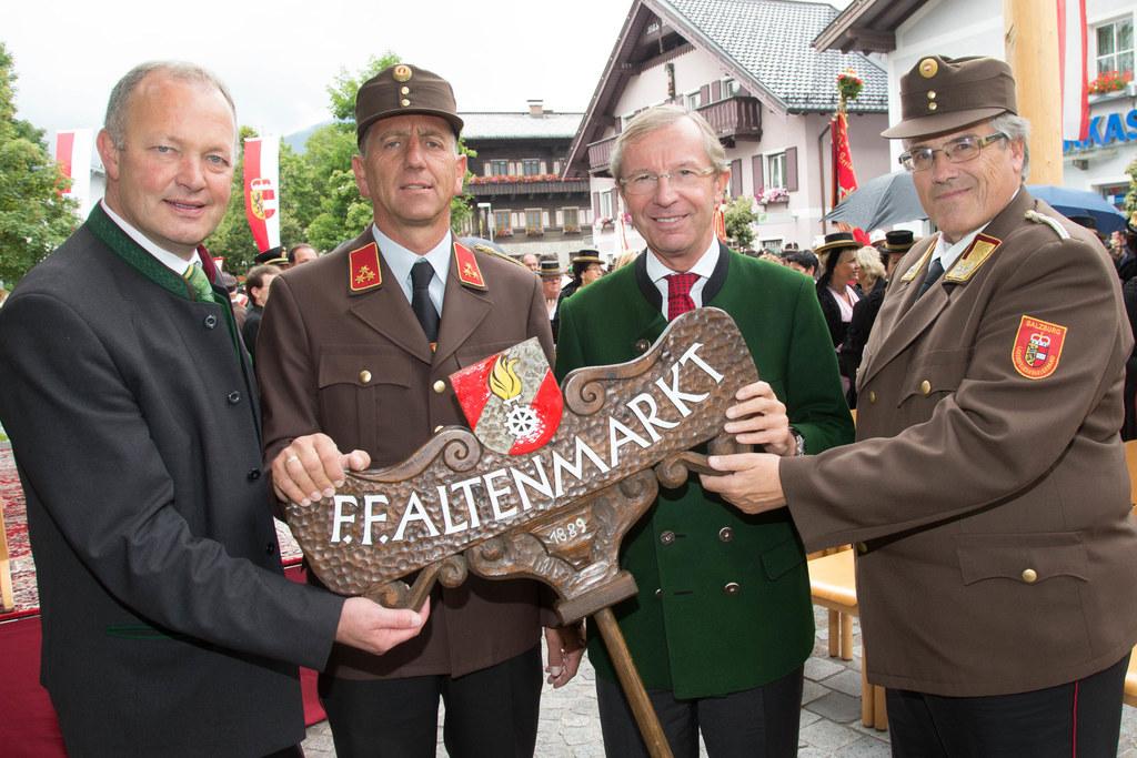 Bgm. Rupert Winter, OFK Karl Winter, Landeshauptmann Dr. Wilfried Haslauer und L..