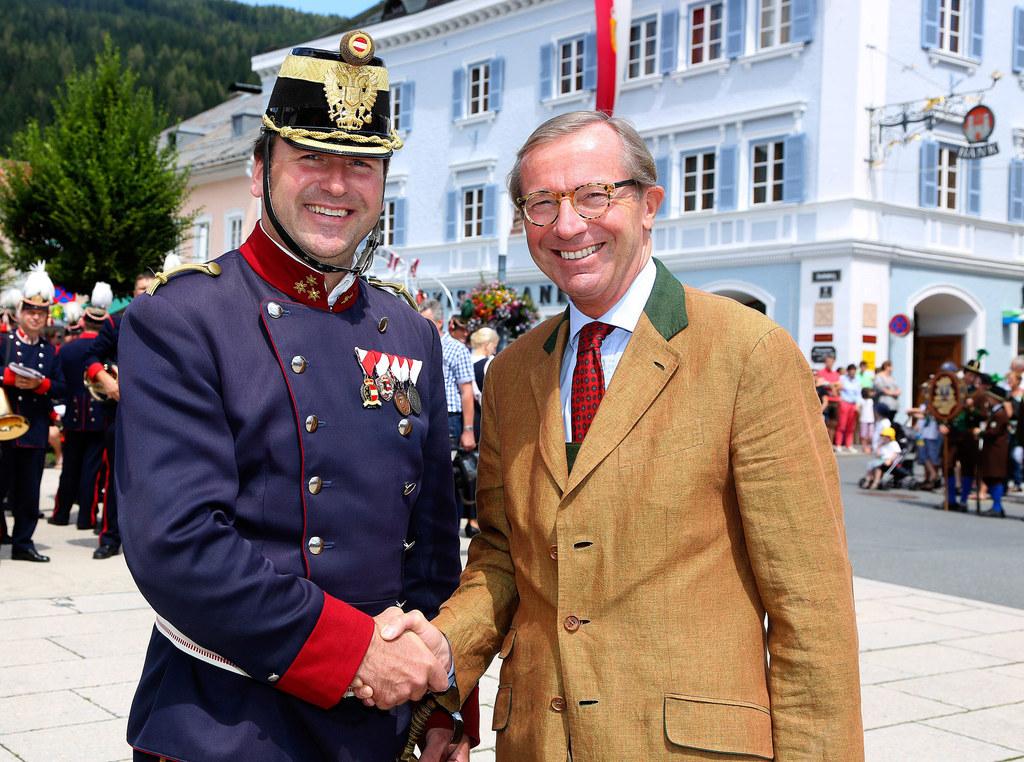 Gardehauptmann Cyriak Steiner mit Landeshauptmann Dr. Wilfried Haslauer