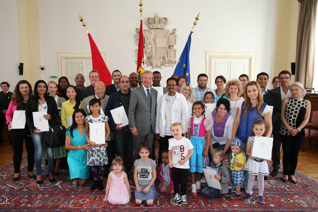Staatsbürgerschaftsverleihung im Plenarsaal des Salzburger Landtages