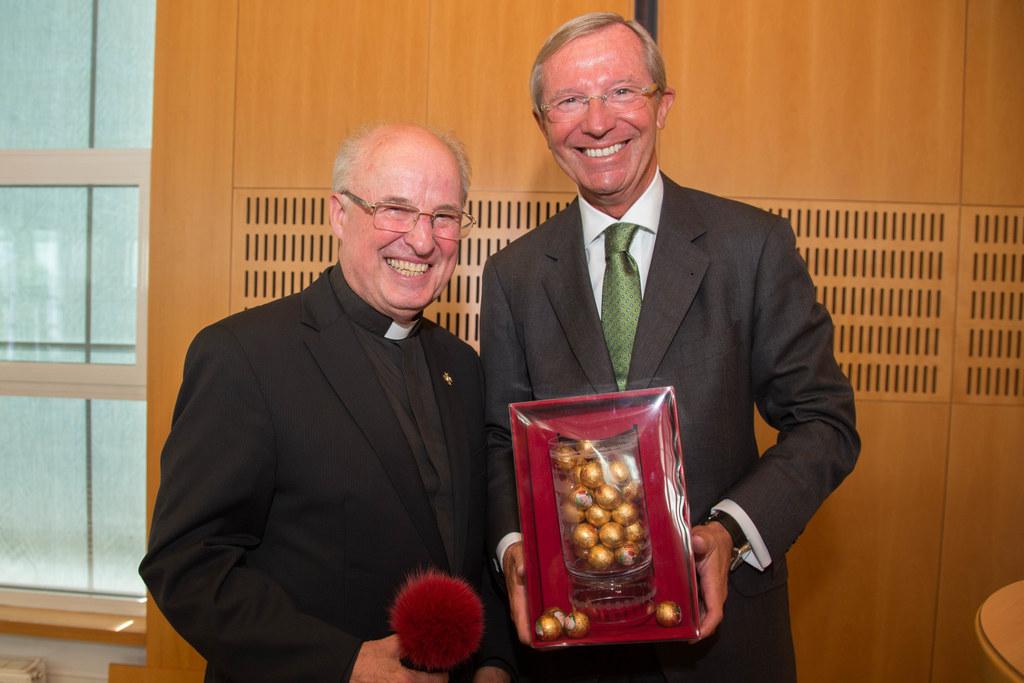Domdechant Prälat Dr. Hans-Walter Vavrovsky und Landeshauptmann Dr. Wilfried Has..