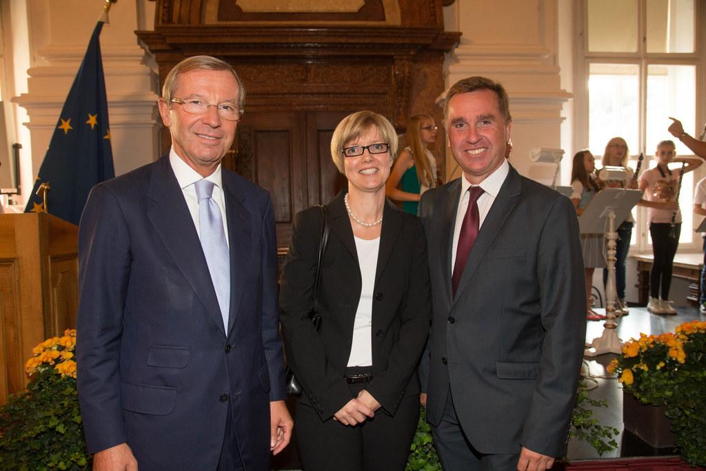 Landeshauptmann Dr. Wilfried Haslauer, Mag. Eva Veichtlbauer und Mag. Johannes P..