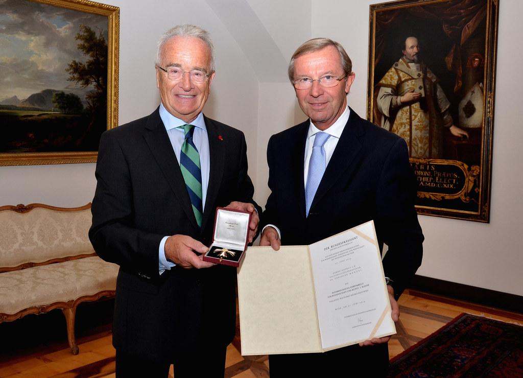 Univ.-Prof. Dr. Christian Menzel und Landeshauptmann Dr. Wilfried Haslauer