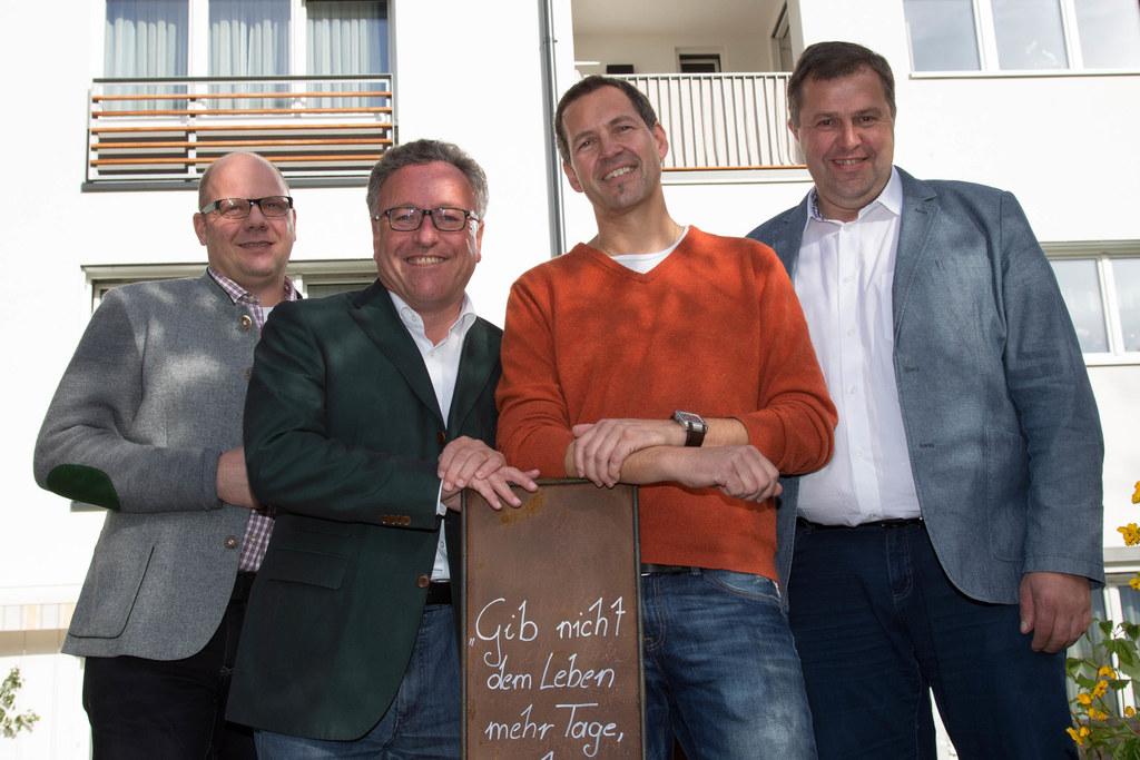 Bgm. Sepp Grießner, Landesrat Dr. Heinrich Schellhorn, Hausleiter Martin Herzog ..