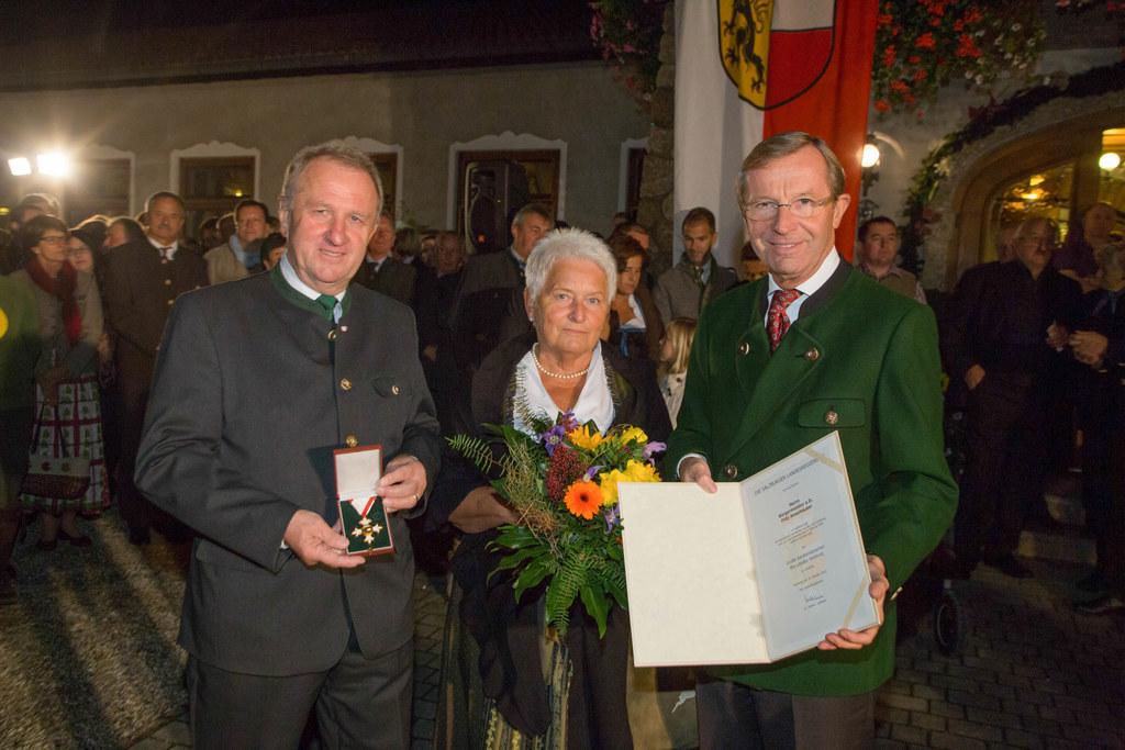 Fritz Amerhauser, Waltraud Amerhauser und Landeshauptmann Dr. Wilfried Haslauer