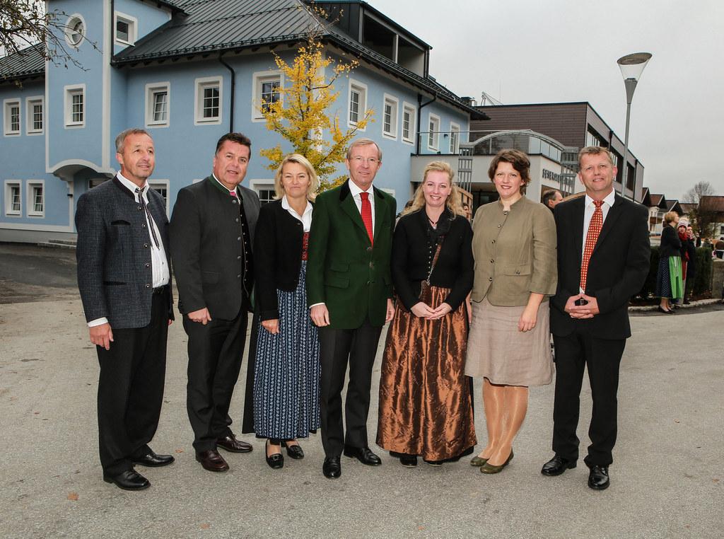 Rudolf Langer (ehemaliger Direktor Volkschule Hollersbach), Landesrat Hans Mayr,..