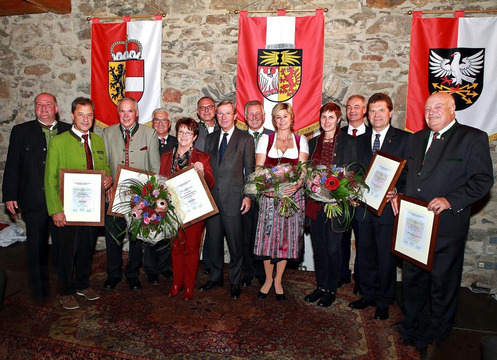 LH Dr. Wilfried Haslauer und LHstv. Dr. Astrid Rössler mit den geehrten Bgm. a.D..
